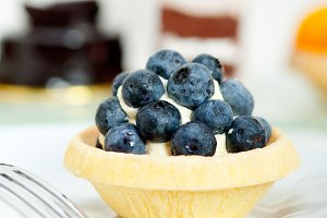 blueberries and cream cupcake pastry 001.jpg