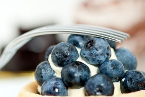 blueberries and cream cupcake pastry 026.jpg