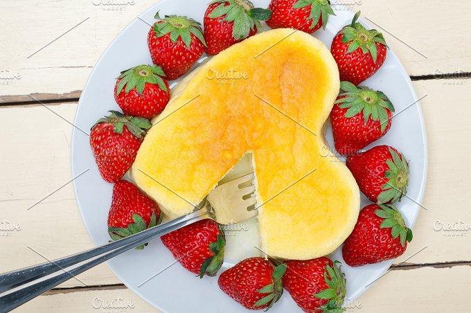 heart shape cheesecake and strawberries 052.jpg - Food & Drink