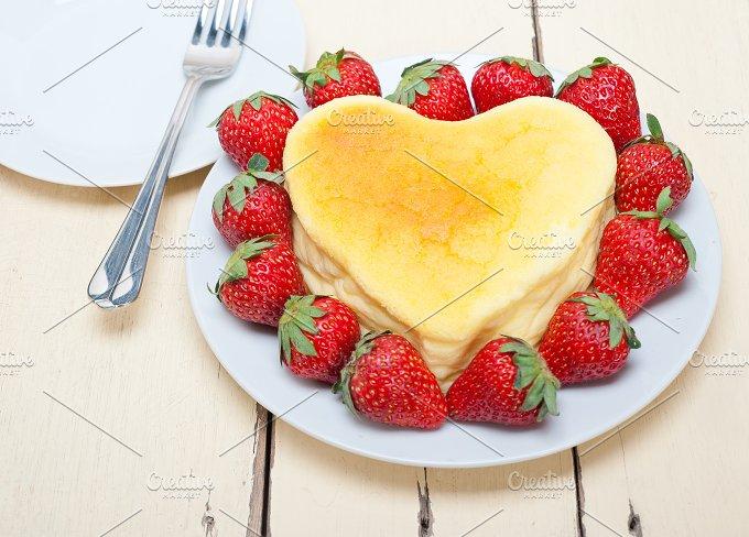 heart shape cheesecake and strawberries 003.jpg - Food & Drink