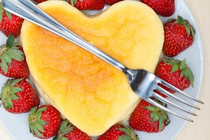 heart shape cheesecake and strawberries 010.jpg