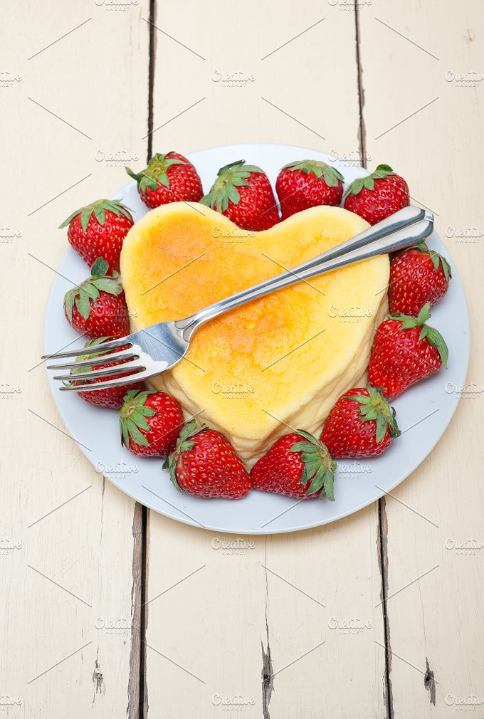 heart shape cheesecake and strawberries 012.jpg - Food & Drink