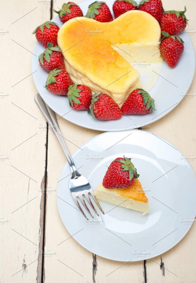 heart shape cheesecake and strawberries 032.jpg - Food & Drink