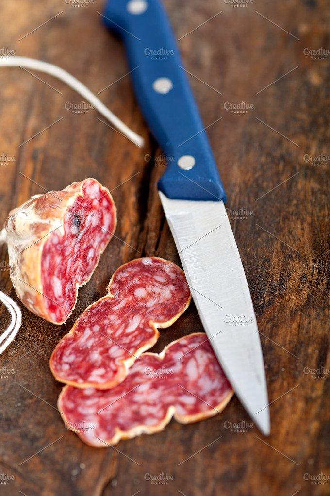 Italian salame pressato slicing 002.jpg - Food & Drink