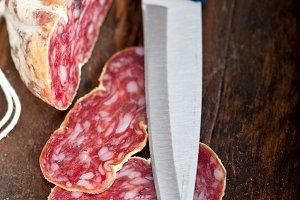 Italian salame pressato slicing 005.jpg