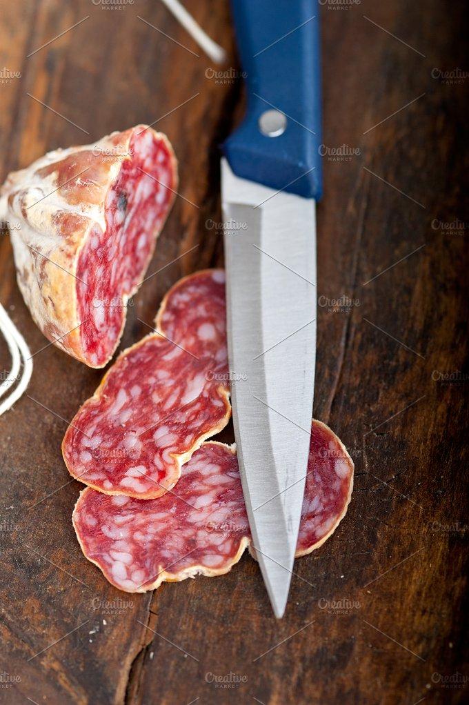 Italian salame pressato slicing 005.jpg - Food & Drink
