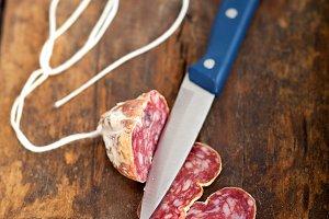 Italian salame pressato slicing 009.jpg