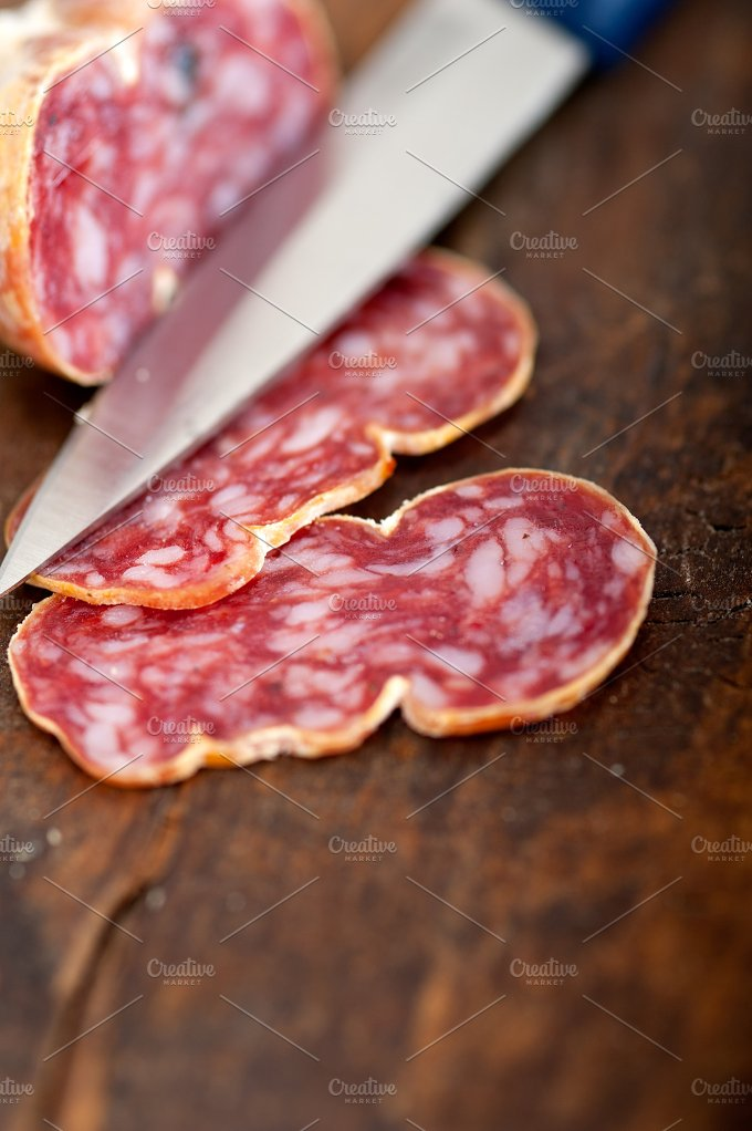 Italian salame pressato slicing 012.jpg - Food & Drink