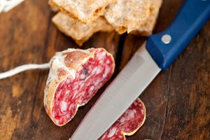 Italian salame pressato slicing 016.jpg