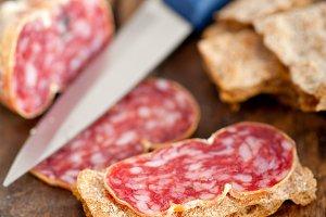 Italian salame pressato slicing 025.jpg