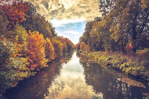 The river in autumn 1