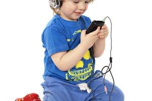 A kid listening music