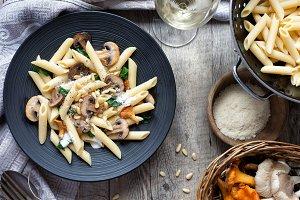 Full grain pasta with sauce