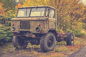 Rusty old truck 7