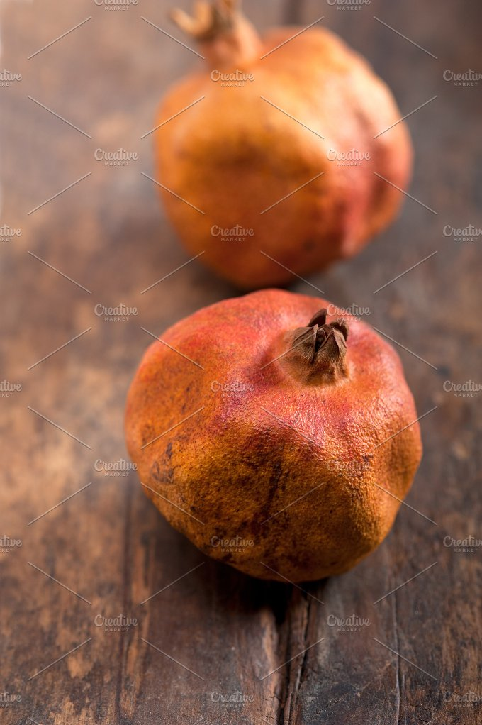 dry and old pomegranates 006.jpg - Food & Drink