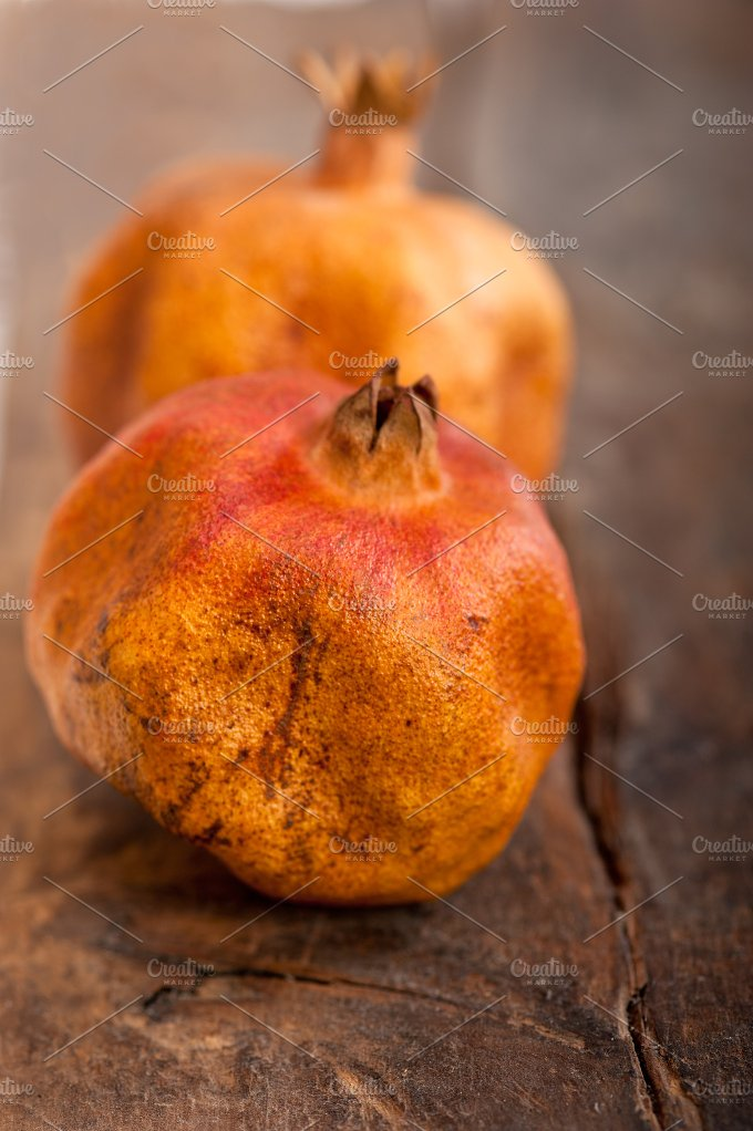 dry and old pomegranates 012.jpg - Food & Drink