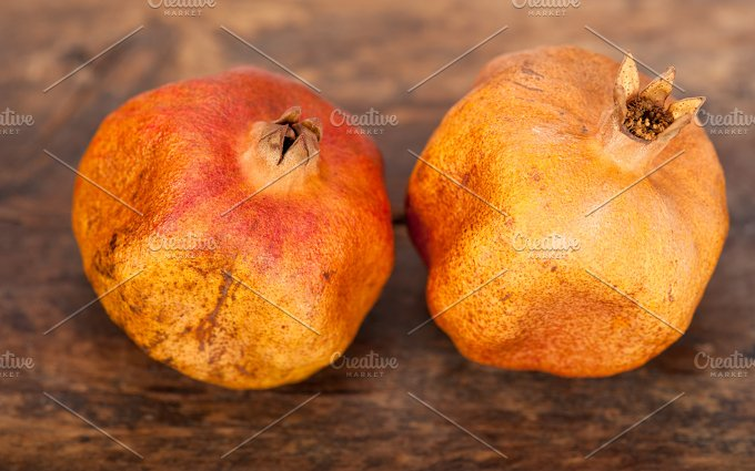 dry and old pomegranates 013.jpg - Food & Drink