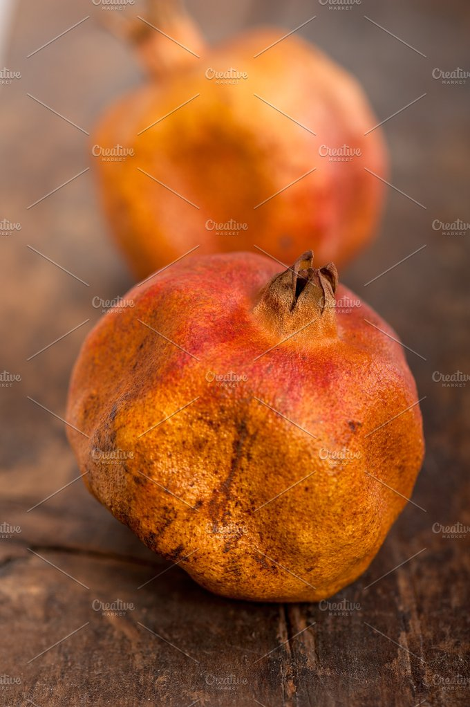 dry and old pomegranates 008.jpg - Food & Drink