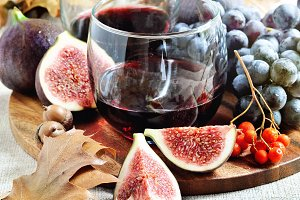 Red wine, figs, and grapes