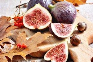 Ripe figs, autumn table setting