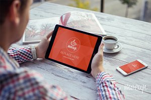 Mockup iPad & iPhone Creative Office