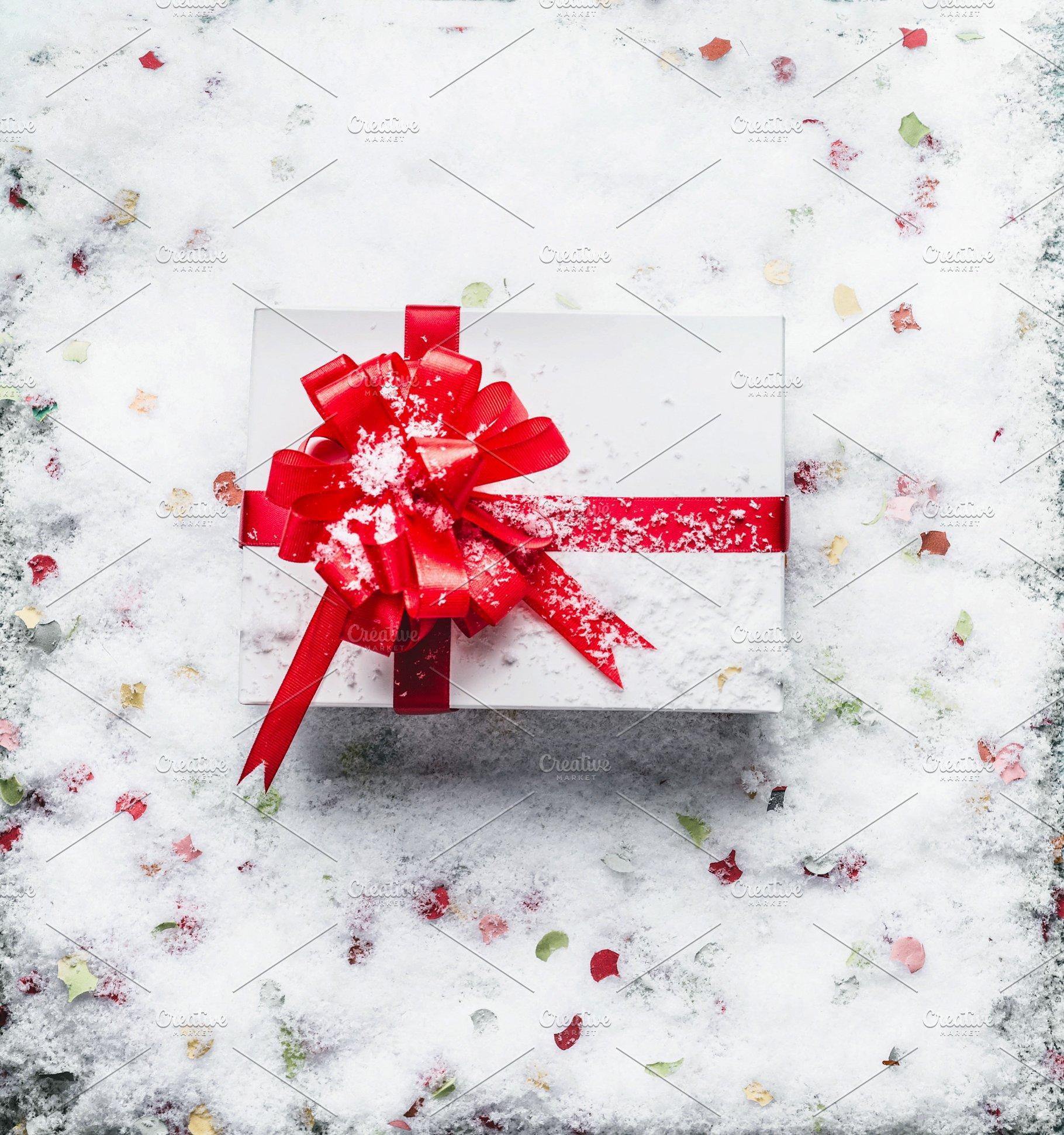 Christmas Gift Box.Christmas Gift Box On Snow