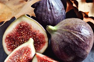 Figs and autumn leaves