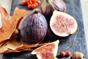 Ripe figs and autumn leaves