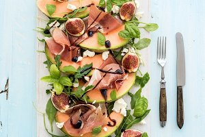 Salad with Prosciutto, melon & fig