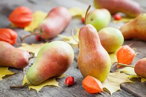 Pears on table with autumn leaves