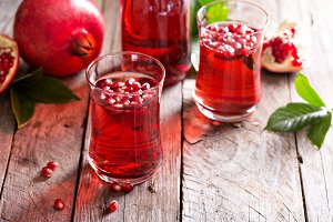 Pomegranate drink with sparkling wat