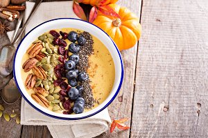 Pumpkin smoothie bowl copy space