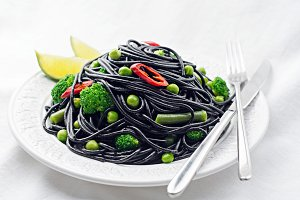 Food plate: black spaghetti