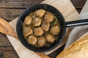 Beef meatballs with onion sauce