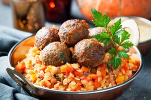Lentils with pumpkin and meatballs
