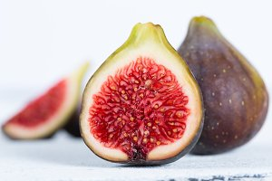 Ripe figs ready to eat