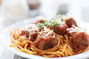 spaghetti and meatballs close up