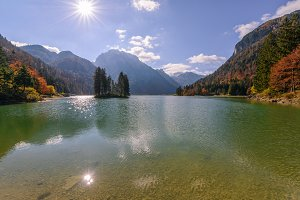 Lago di predil in autumn sun