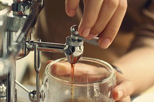 making coffee with Belgian siphon