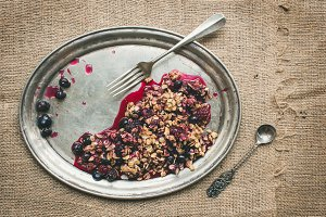 Oat granola with fresh berries