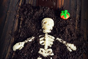 Tomb with skeleton with chocolate.
