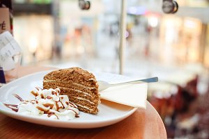 Yummy Honey Cake