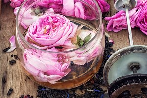 tea rose buds