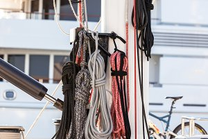 Nautical mooring ropes