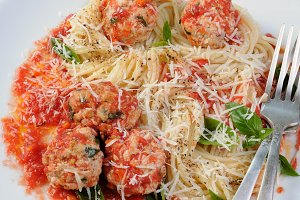 Pasta in tomato gravy with meatballs