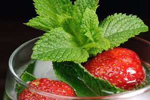 drink strawberry and mint