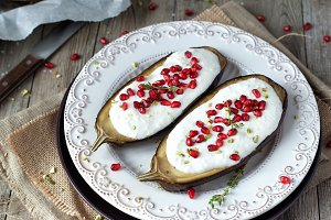 Roasted eggplants with yogurt sauce