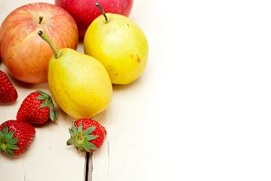 fruits on white wood table F 009.jpg