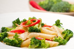 Italian penne pasta with broccoli 06.jpg