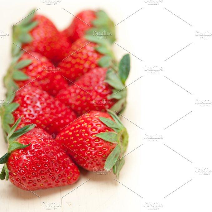strawberries on white wood table F 029.jpg - Food & Drink